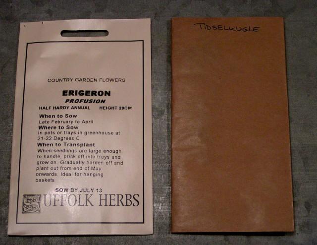 Fin pose fra Erigeron og kedelig grå, med håndskrevet tekst