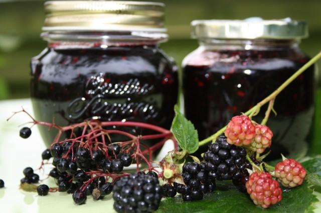 hyldebær-brombær-marmelade