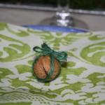 Valnød med grøn snor