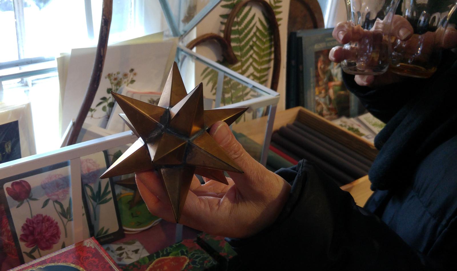 Paradehuset metalstjerne og ciderglas